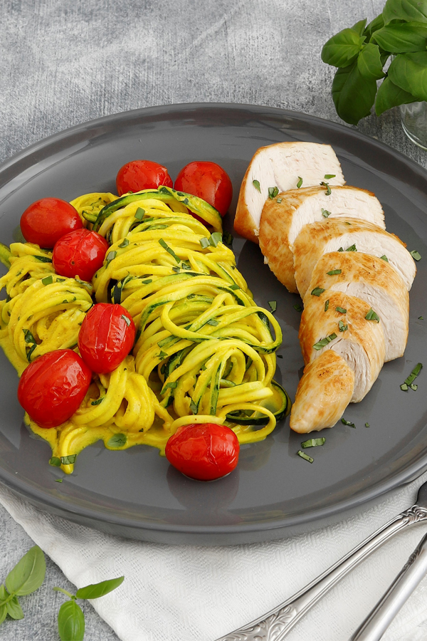 Putenfilet mit Curry-Zoodles